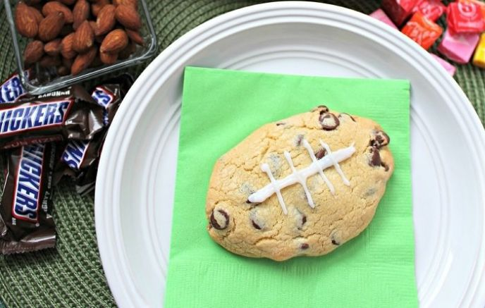 Snickers Stuffed Chocolate Chip Cookie