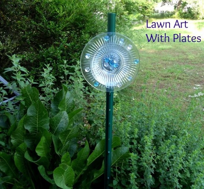 DIY Glass Plate Lawn Ornaments