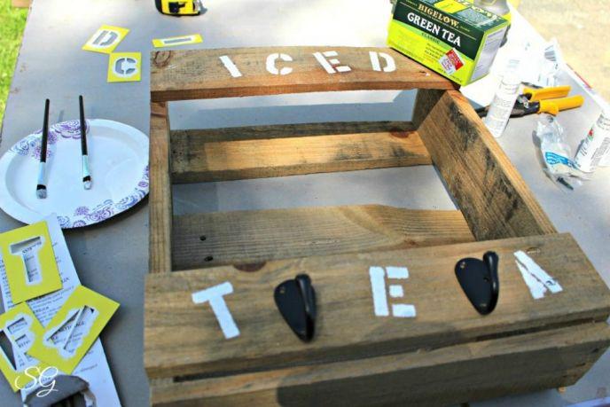 Pallet DIY Iced Tea Station Hooks