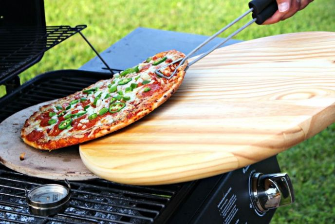 Grilling a Marketside Pizza