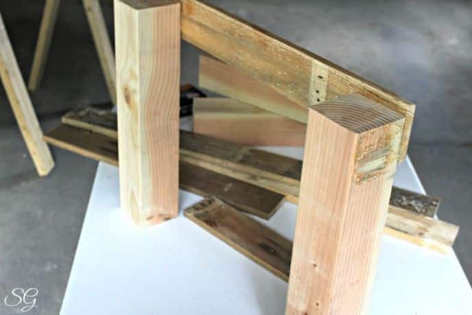 DIY Coffee Table made from Pallets and Glass