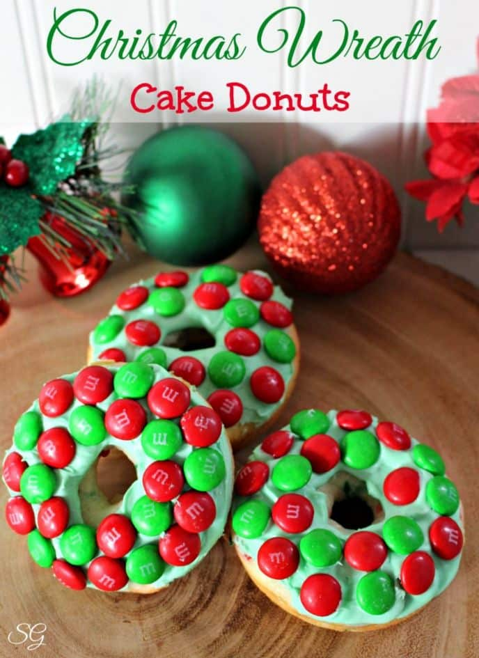 Christmas desserts are always fun and festive. Check out these EASY Christmas wreath cake donuts. They're prefect for Christmas parties and holiday gatherings.