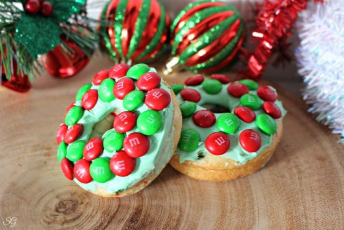 Christmas Wreath Cake Donuts