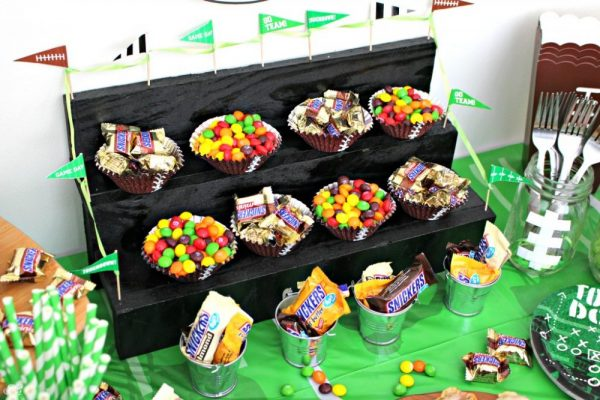 SNICKERS and Skittles Football Snack Cups