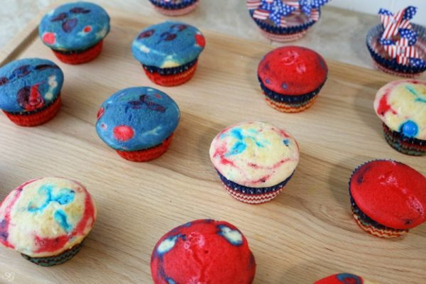 Red, White and Blue Patriotic Cupcakes with M&M's