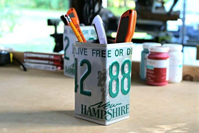 DIY License Plate Pencil Cup