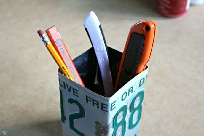 DIY License Plate Pen Cup