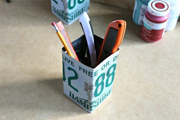 DIY Upcycled License Plate Pen Cup