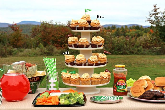 Football Party Foods. How to throw a football party!