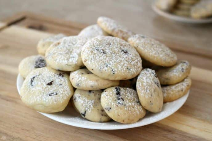 Shortbread cookies with chocolate covered DOVE cranberries