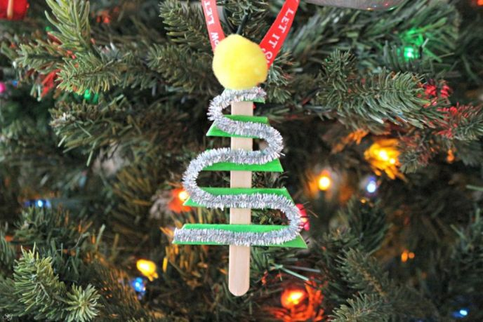 Easy DIY Christmas Tree Popsicle Stick Ornament