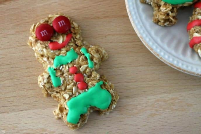 Ugly gingerbread cookie decorating