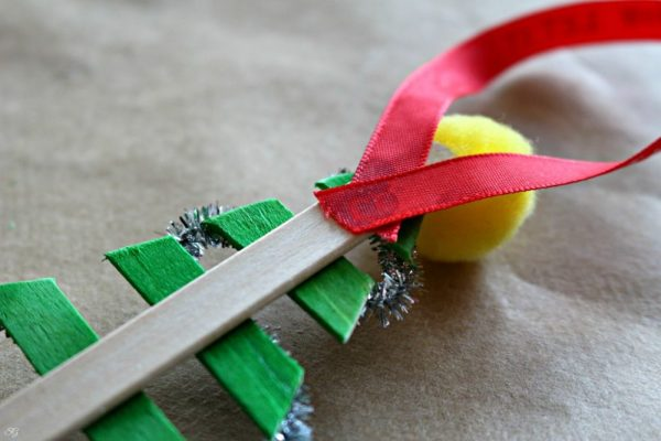 Simple DIY Christmas Tree Ornament