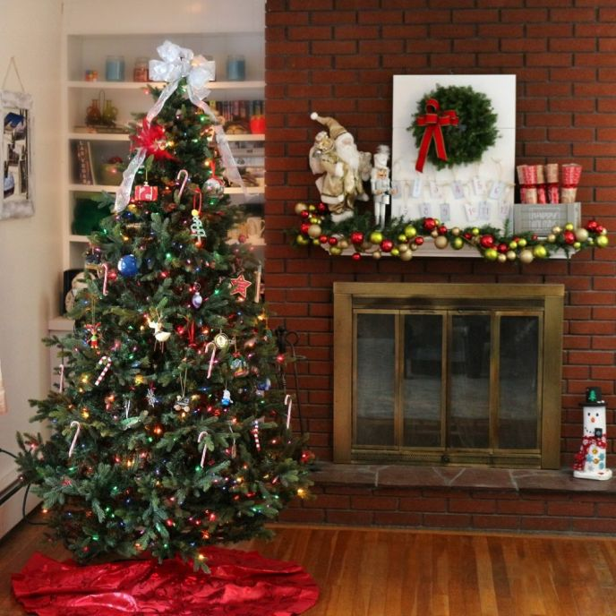 Share a photo of your Christmas tree in our Christmas tree tour.
