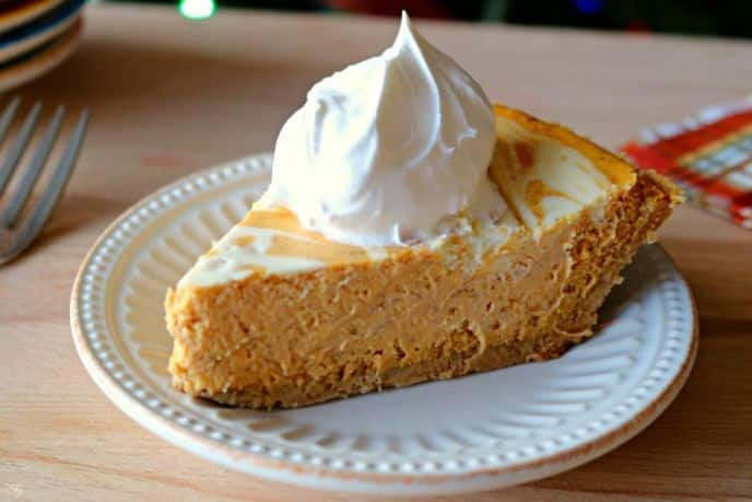 Pumpkin cheesecake! This recipe is an easy and delicious dessert solution for your holiday parties. Everyone loves pumpkin cheesecake!