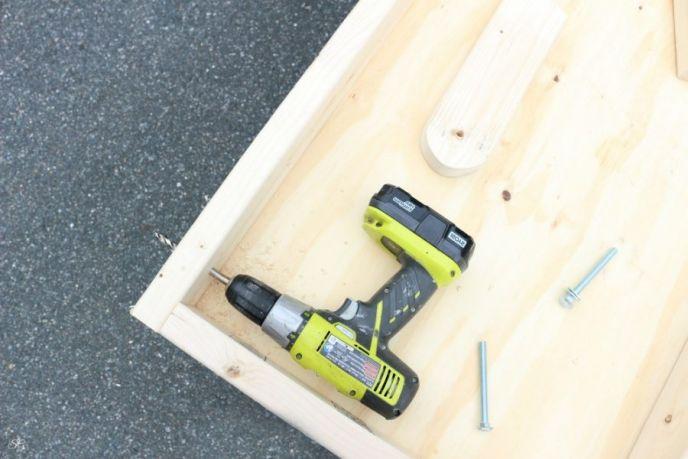 Lag bolt holes for cornhole boards set