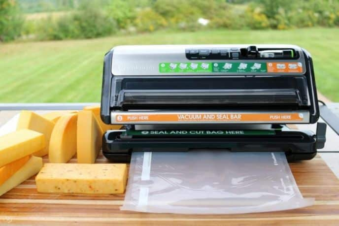 Measure size bag for Foodsaver vacuum seal roll to cut for food.