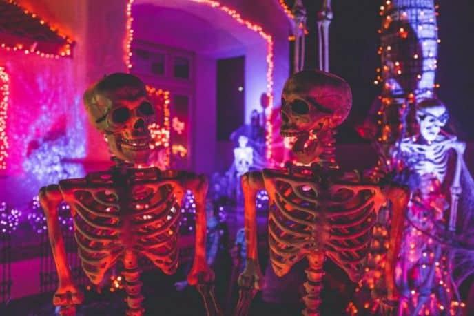 Paper mache skeletons DIY Halloween decorations