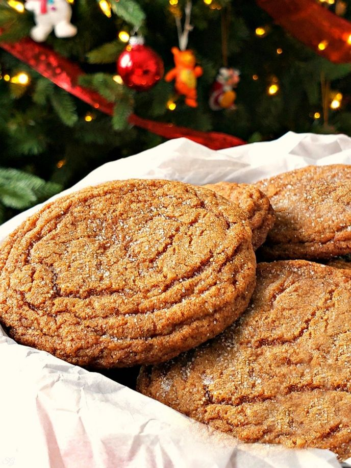 Soft chewy ginger molasses cookie recipe. Make these recipes for the holiday or cookie swap!
