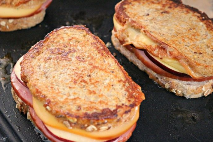 Grilled ham and cheese sandwich recipe with apple and smoked gouda cheese.