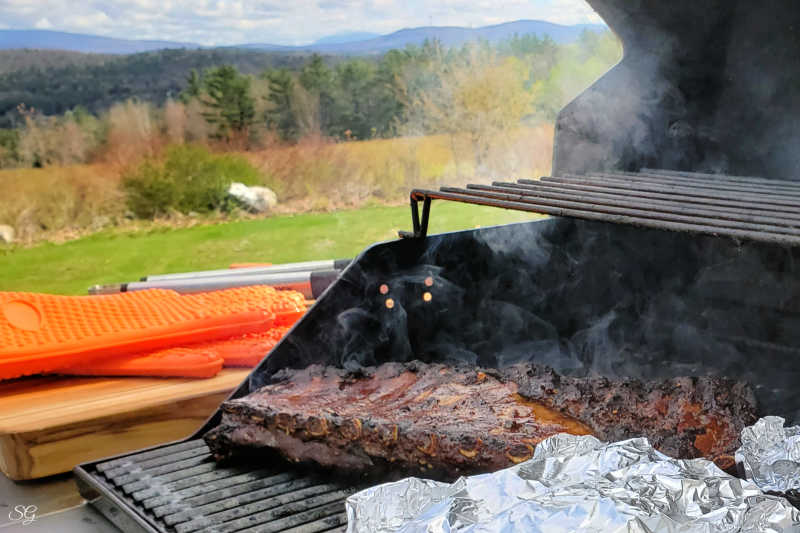 Grilling ribs and foil pack on gas grill. Learn how you can make this grilled ribs and veggie foil pack in just an hour on your backyard grill!