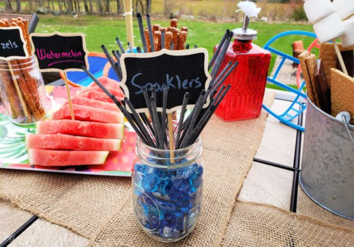A bunch of sparkler for the camping barbecue party we had this weekend!
