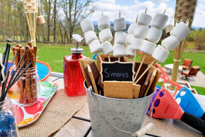 S'mores bucket! Easy s'mores making station for your backyard party. Perfect for camping or gathering around the fire pit!
