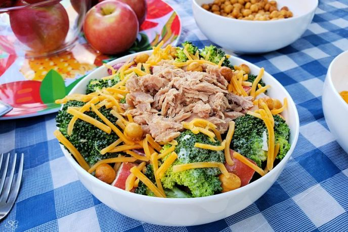 Broccoli salad recipe, very easy to make