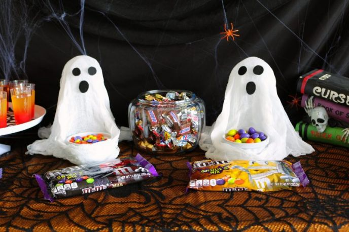 DIY Cheesecloth Ghost Halloween Dishes