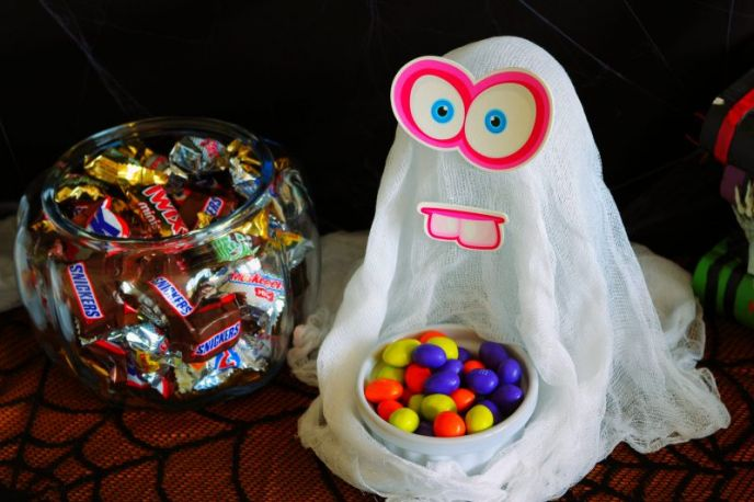 Silly cheesecloth ghosts for Halloween