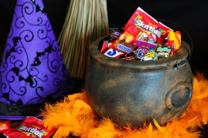 DIY Rusty Witch Halloween Cauldron #FlauntYourHaunt