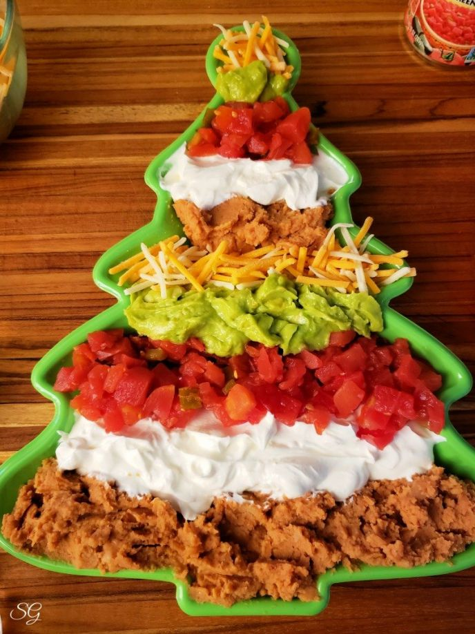 Christmas party dip recipe in the shape of a Christmas tree #gatherwithRotel