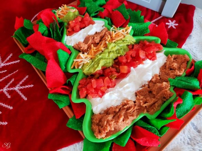 An easy Christmas party layer dip with chips. #gatherwithRotel