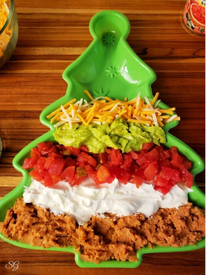 5 layer holiday dip with shredded cheese #gatherwithRotel